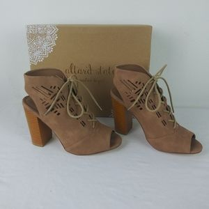 Altar'd State Lace Up Block Heel Booties NWT(8.5)